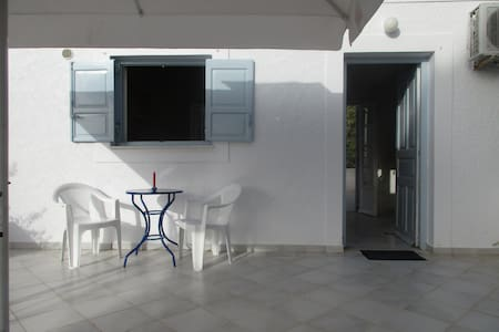 SPETSES CLOSE TO THE BEACH AND ANARGIRIOS SCHOOL - Apartment