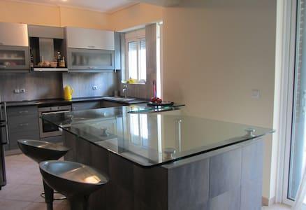 Luxurious Apartment in Upscale area near the Beach - Glifada - Leilighet
