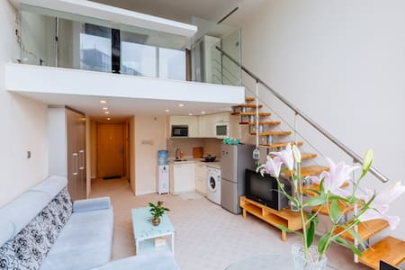 中关村北大、人大、新东方地铁10号线90平超大飘窗LOFT公寓