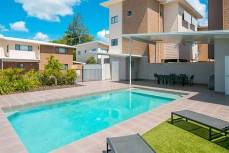 Master Queen Bedroom + En-Suite + Wi-Fi + BBQ+PooL - Capalaba
