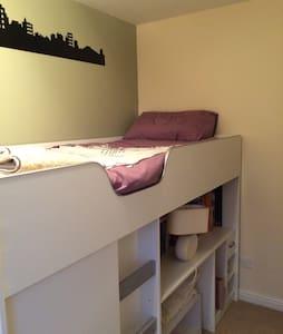 Guest room in West Lothian - Casa