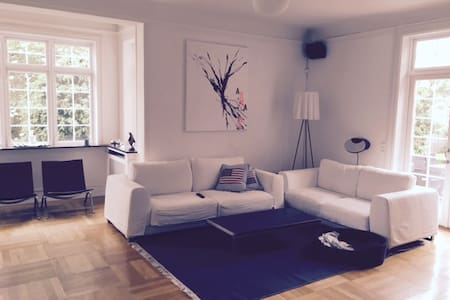 Big renovated house to 10 people close to transpor - Gentofte - House
