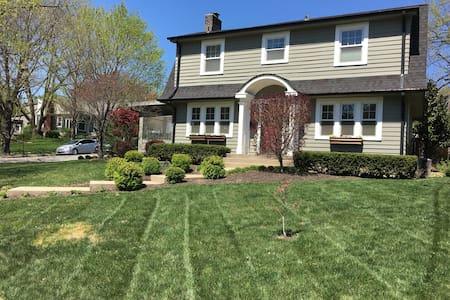 Beautiful Plaza Home 4 - Kansas City - Casa