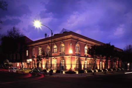 Luxury BED & BREKFAST in La Roma - Mexiko-Stadt