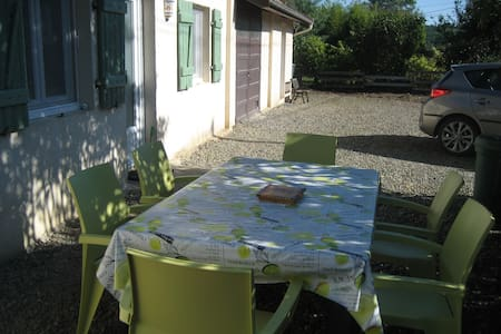 """Chambre d'hôtes """"LA BONNE PLANQUE"""" - House"""
