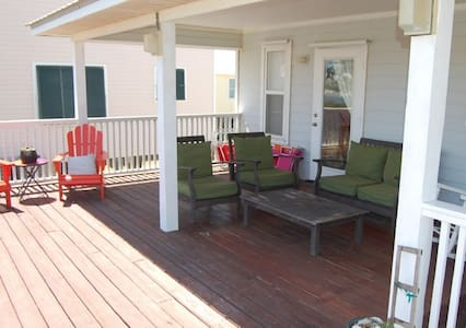Cute and Comfortable! Pet Friendly - House