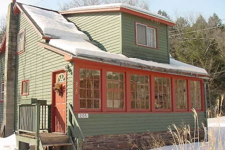 The Otter House-Charming Catskills Brookside Haven - Halcottsville - Haus
