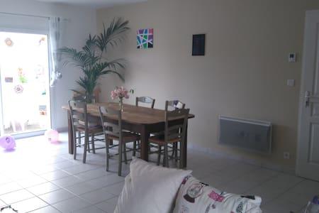 Chambre à 5 min de A10 et A83 proche Niort - Chauray - Haus