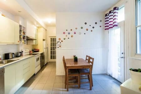 room in downtown location - Montreal - Apartment