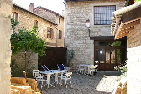 Beaujolais,Pierres dorees,Lucenay69 - Huis
