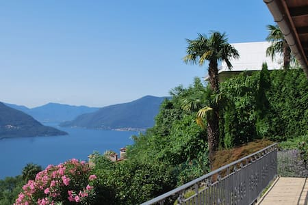 A nice view, panorama over Maggiore - Huis