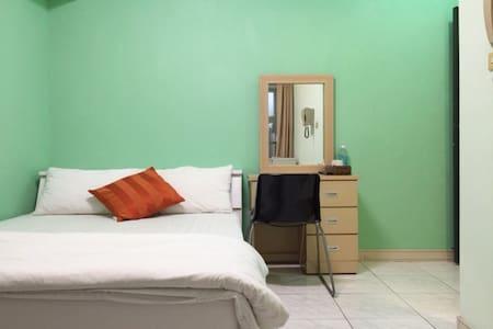 台中逢甲獨立電梯套房C,走路到夜市保證三分鐘。en-suite room - Wohnung