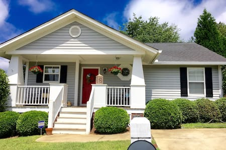 Clean, Cute, &Convenient! 1 br/1 ba - House