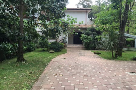 Elegante villa immersa nel verde. - Selva Piana-baia D'argento