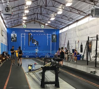 Indoor pole vault hosting/ housing! - Ház