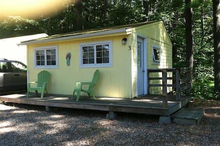 Cozy cabin & location for lake, ocean, mountains - Alton - Cabin