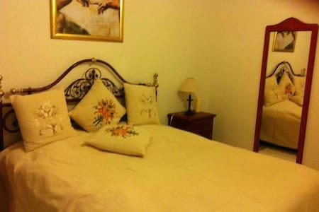 Gemütliches Schlafzimmer .. - Muttenz - Huoneisto