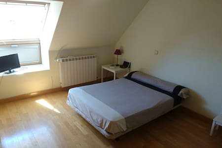 Big double room in big apartment with bathroom. - Apartemen