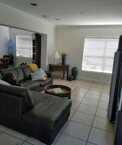 1 Bedroom in Miami, Fl - House