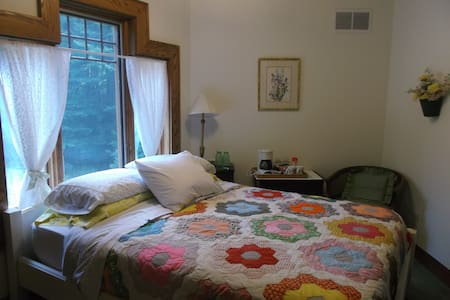 Grandma's Room at Oak Haven B&B - Bed & Breakfast