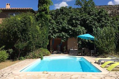 Chambre indép. dans villa & piscine - Beaumes-de-Venise