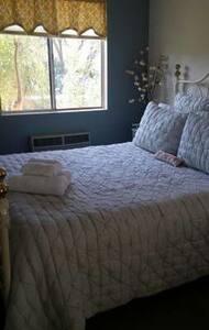 Small private 1 bedroom - Ház