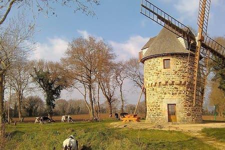 Hébergement insolite: moulin à vent - Gommenec'h