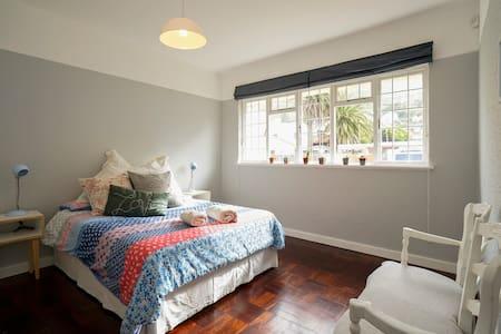 Large sunny art deco apartment - Appartement