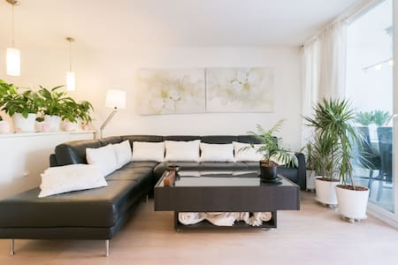 City Centre: Beautiful Suite with Private Bathroom - Barcelona - Apartment