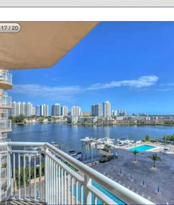 Beautiful Water  front condo - Aventura