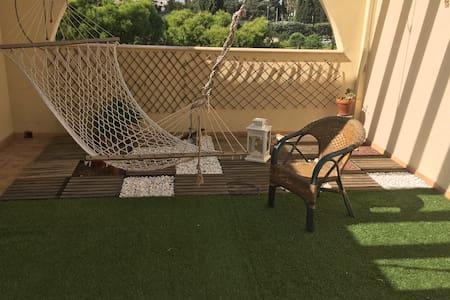 Camere con uso living, terrazzo e cucina - Wohnung