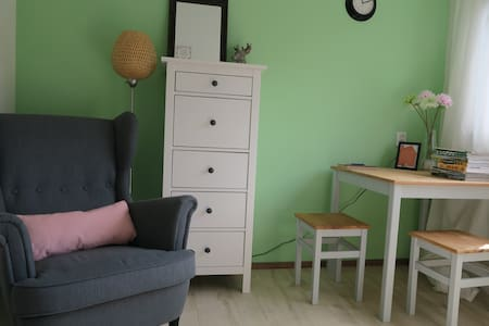B&B in Ede - comfortable guest room - Ev