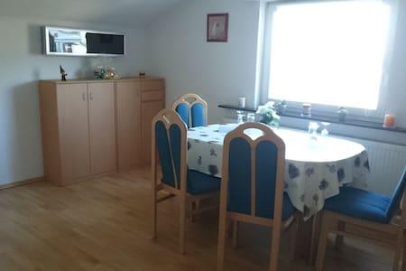 Schöne Wohnung am Rande des Naherholungsgebiets - Backnang - Appartement