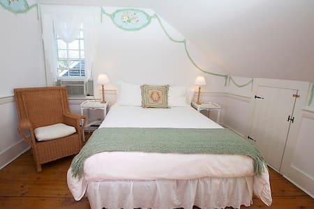 India Street Inn - Beach Pea - Nantucket - Bed & Breakfast
