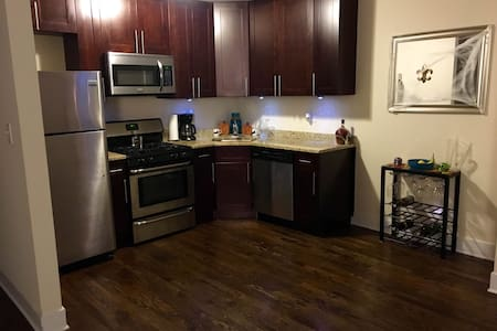 Room type: Entire home/apt Property type: Apartment Accommodates: 5 Bedrooms: 2 Bathrooms: 1.5
