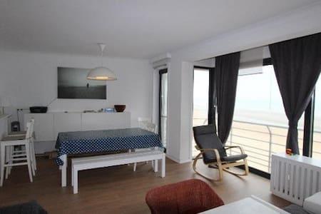 Appartement avec vue sur mer récemment rénové - Apartment