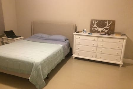 One bedroom in 3 Bedroom apartment - Apartment