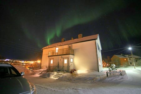 Central and cosy in Kirkenes - Huis