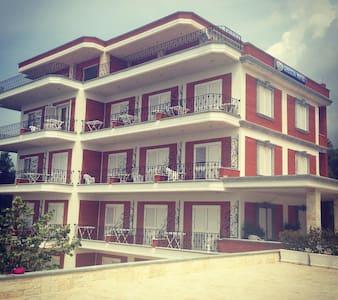 Greccia Hotel Dhermi - Casa de huéspedes