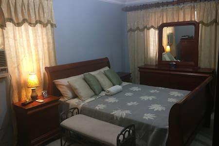 Beatifull spacious room with bath in safe location - Santo Domingo Este - Appartement