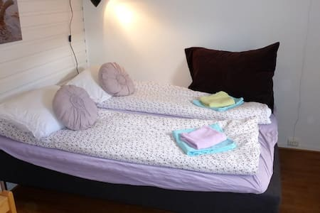 Cosy room near town center - Longyearbyen - Apartment