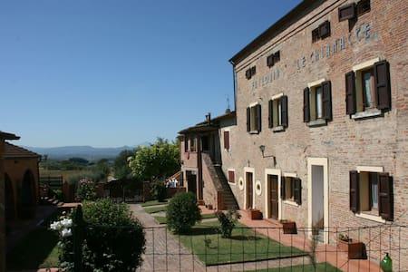 Fattoria Le Chianacce - Il Barcaiolo - Cortona - Villa