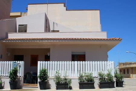 CASA AURORA, Casa Vacanza in Sicilia - Menfi - Casa