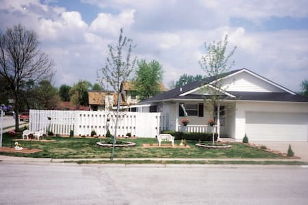 Family-friendly, smoke free home - O'Fallon - Casa