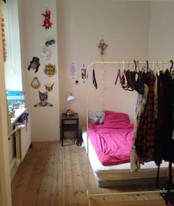 Cosy room in central collective - Aarhus - Apartment