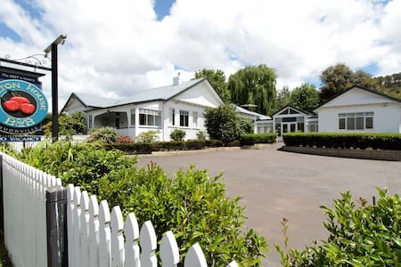 Walton House B&B Coach House Suite - Huonville - Bed & Breakfast