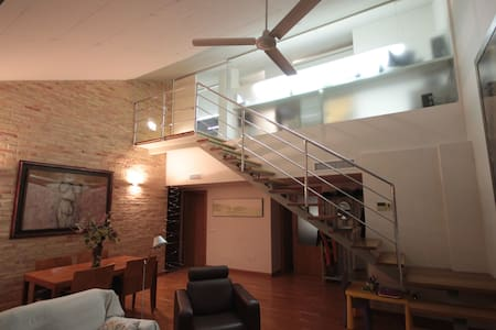 HABITACIÓN  CON DOS CAMAS LITERAS Y LOFT ANEXO - Murcia