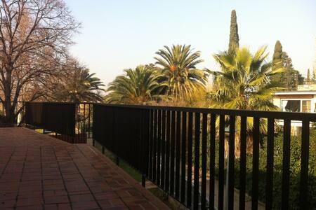 Quiet house & garden in Zaragoza - Dom