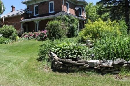 Luxurious Farm House on 300acres - Ház