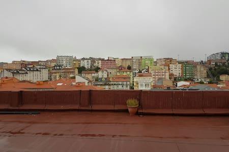 Atico centrico con terraza - Santander - Apartamento